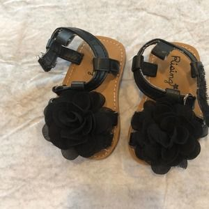 Rising Star Black Flower Strappy Sandals (Infant)